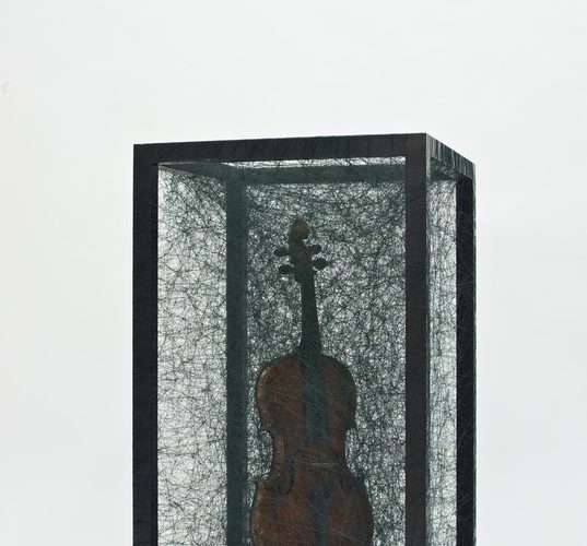 sculpture chiharu shiota violon